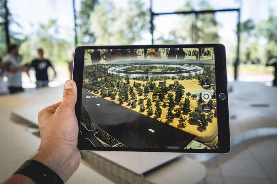 Augmented vs. Virtual Reality