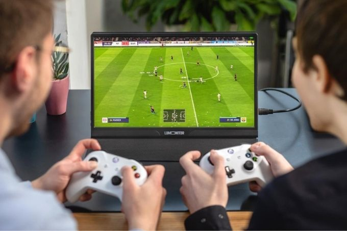 Students-Playing-Games-on-Lumonitor